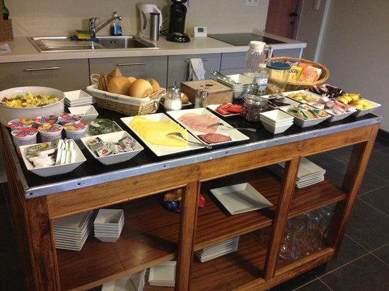 B&B De Kiezel:                   Buffet petit dejeuner