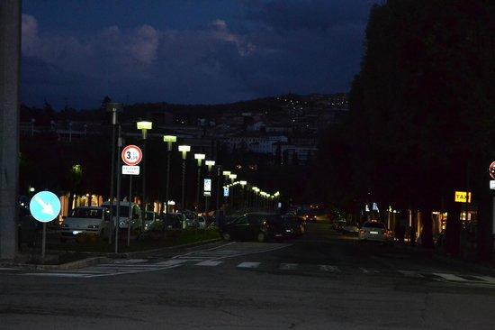 Hotel Continentale: La via che porta a Piazza Italia
