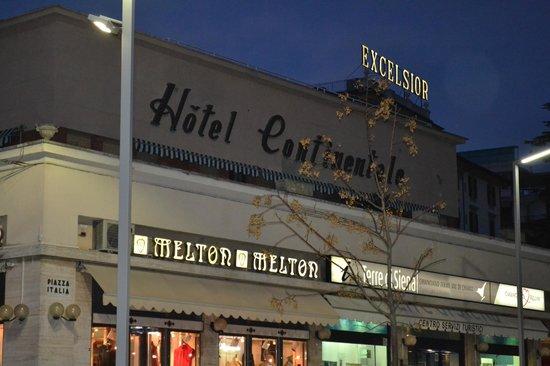 Hotel Continentale: Insegna