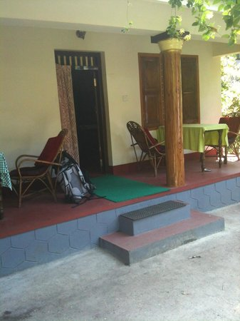 Sona Tourist Home:                                     devant du bungalow