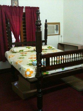 Sona Tourist Home:                                     lit rudimentaire