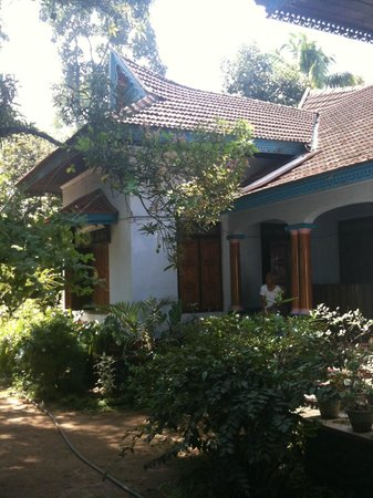 Sona Tourist Home:                                     vue du jardin
