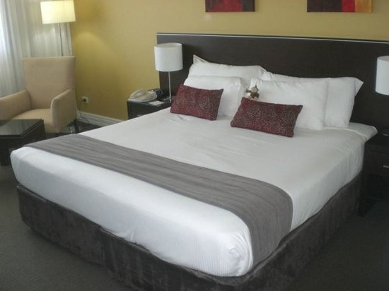 Novotel Sydney Norwest : 409 Bed Again