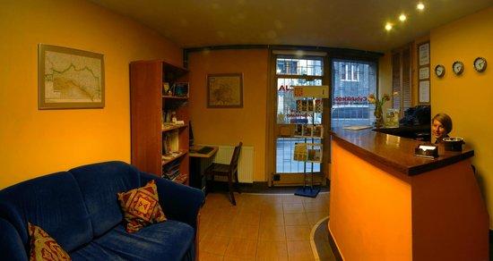Cybulskiego Guest Rooms: Reception