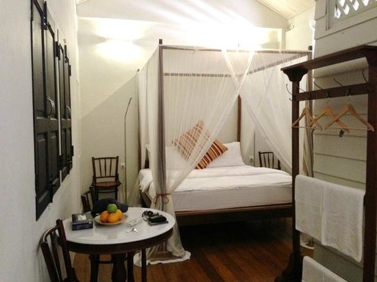 Muntri Mews:                                     Lovely queen bed with mosquito netting - very comfortable!