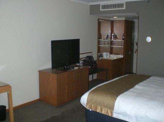 Holiday Inn Sydney Airport: 1007 TV Unit