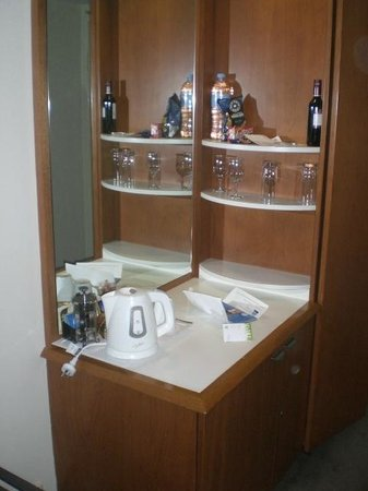 Holiday Inn Sydney Airport: 1007 Cabinet