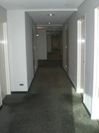Holiday Inn Sydney Airport: 10 Floor Corridor