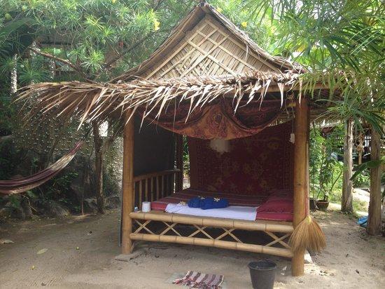 Shambhala Bungalow Village:                                     Sala no 1