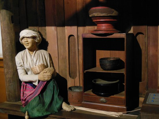 Chiang Mai City Arts and Cultural Centre: inside the museum