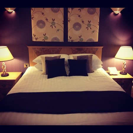 Lea Marston Hotel & Spa:                                     Large double bed :D