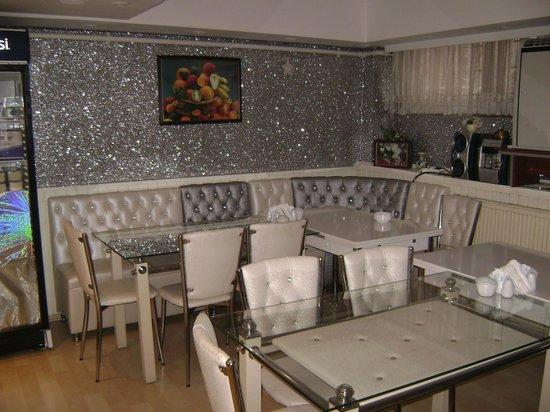Sultan's Eye Comfort Hotel:                   интерьер комнаты для завтраков