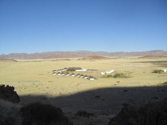 Desert Homestead Lodge: vom Viewpoint aus: https://www.tripadvisor.co.uk/LocationPhotoDirectLink-g479221-d658927-i63308561-Desert_Homestead_Lodge-Namib_Naukluft_Park_Khomas_Region.html