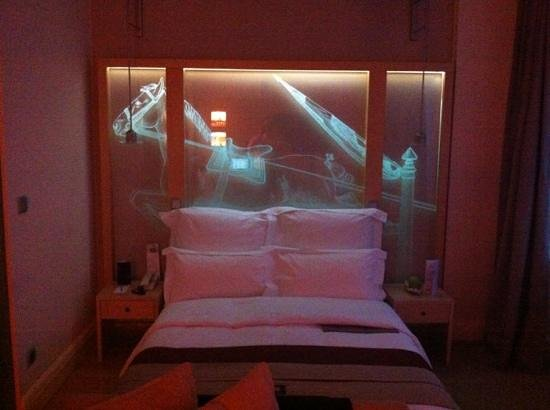 Le Meridien Vienna:                   bed view night