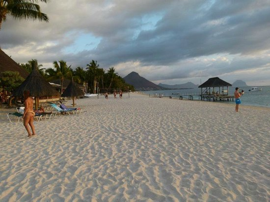La Pirogue Resort & Spa-Mauritius:                   la plage...