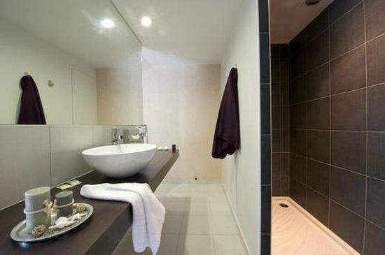 Golfe Hotel : salle de bain 1