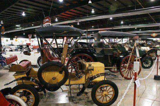 Tupelo Automobile Museum:                   Le debut de l'histoire automobile