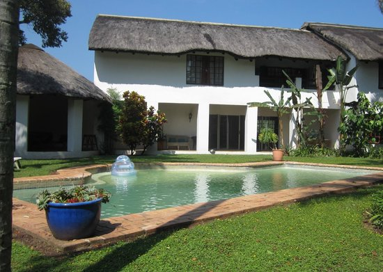 Hamilton Parks Country Lodge: Swimming pool