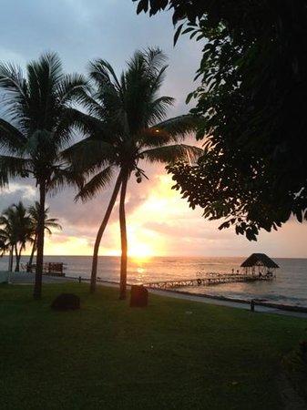 Le Meridien Ile Maurice:                   Sunset at Le Meridien, Mauritius