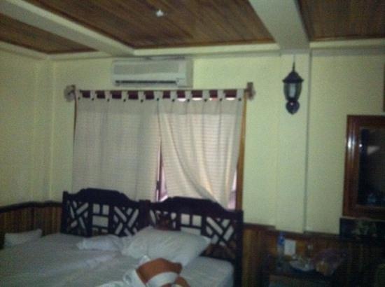 Alounsavath Guesthouse:                   Zimmer zum Hof