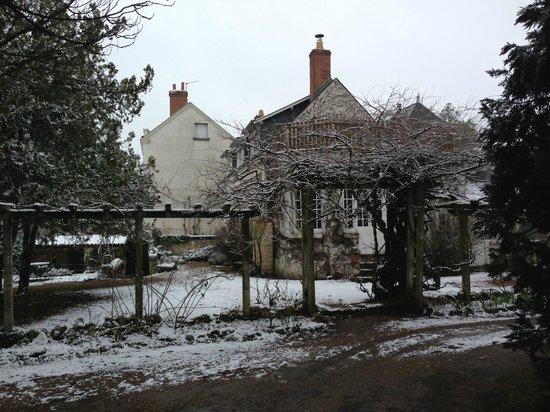La Maison de Famille:                   la maison sous la neige de février