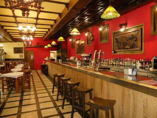 HOTEL LOS OLMOS: PARRILLADA RESTAURANTE