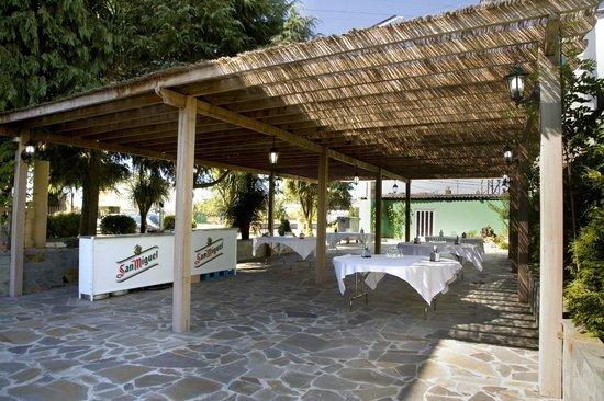 HOTEL LOS OLMOS: ZONA EXTERIOR