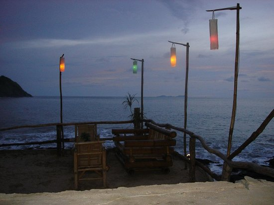 Bamboo Bay Resort:                   Bar area