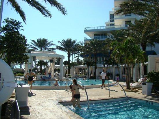 Fontainebleau Miami Beach :                   Pools