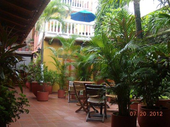 Hotel 3 Banderas:                   uno de los dos patios