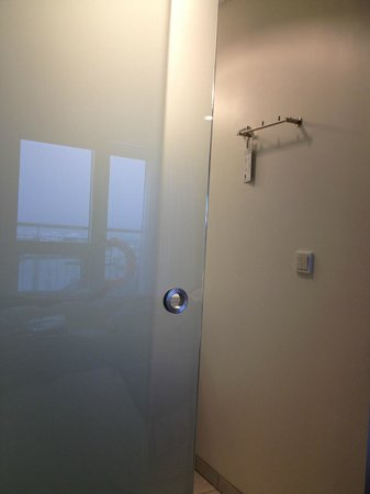 Shower room, with glass panel, very friendly!