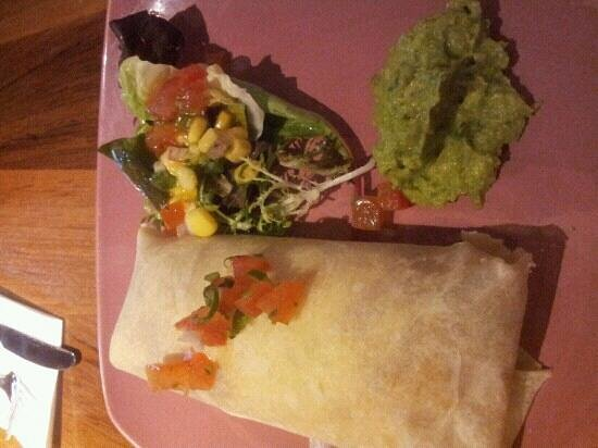 Muchos Mexican Bar & Restaurant: small portions and too much rice in burrito