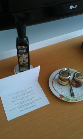Amathus Beach Hotel Rhodes:                   Daily surprises in room after daily cleaning #1
