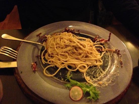 ZenZero BioRestaurant: spaghetti rucola, noci e funghi porcini