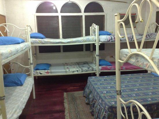 La Residencia Luzviminda Pensionne: Big Group Room Accommodation