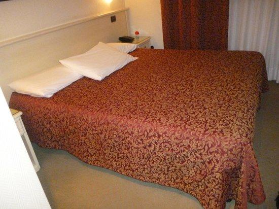 Villa Adele Hotel:                   bedroom
