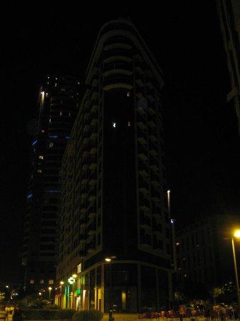 Valencia Rental: Vista nocturna del edificio
