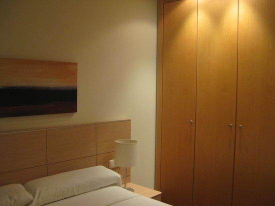 ValenciaRental Flats: Habitación de cama matrimonial - Vista armario