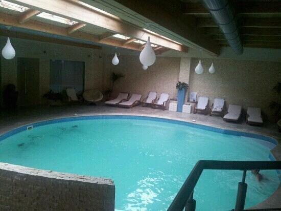 Il Baio Relais & Natural SPA:                   piscina con idromassaggio