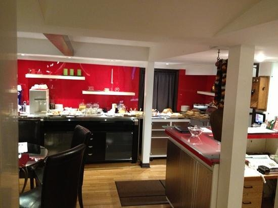 Swiss Hotel :                   Breakfast buffet (excellent)