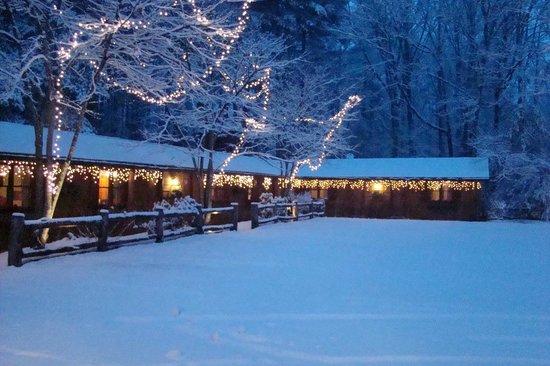 Laurelwood Inn: Winter is fun in the mountains!