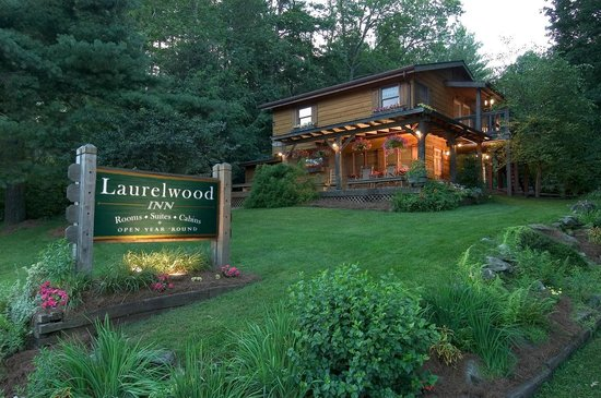 Laurelwood Inn: View of the front of our property