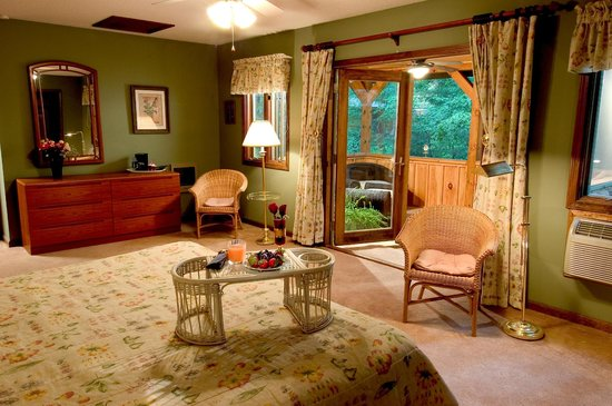 Laurelwood Inn: Deluxe room #301