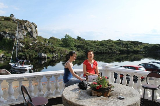 Bunbeg House: Take in the ambiance and life of the harbour with friends