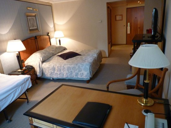 Kempinski Hotel Corvinus Budapest:                   elegante e confortevole