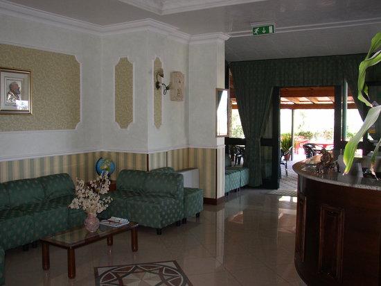 Hotel De La Ville Carpino