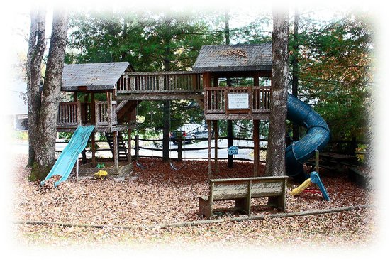 Laurelwood Inn: playground