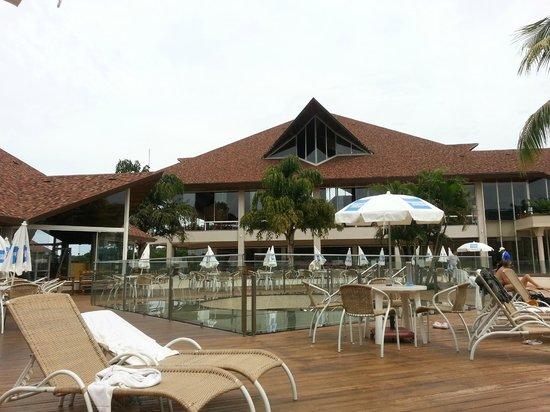 Recanto Cataratas Thermas Resort & Convention: Vista del restaurant desde afuera