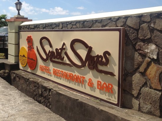 Sunset Shores Beach Hotel: Entrance to hotel