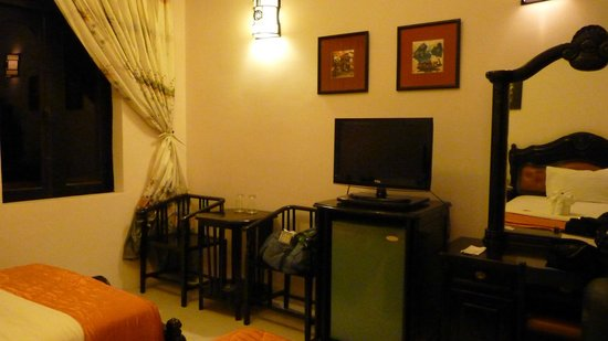 Indochine Hotel: Chambre côté bar